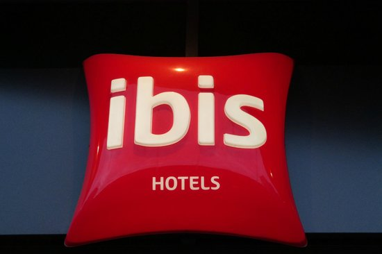 Ibis Berlin City West: The Ibis logo/sign at the front entrance.