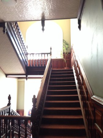 Palmers Lodge - Swiss Cottage: Stairwell