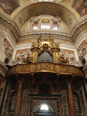 Real Chiesa di San Lorenzo: just beautiful inside - Royal Church of San Lorenzo