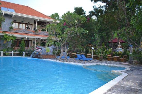 Hotel Amed Cafe: piscine