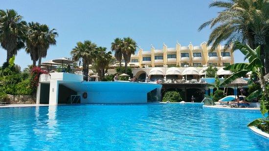 Atrium Palace Thalasso Spa Resort & Villas: Poolaussicht