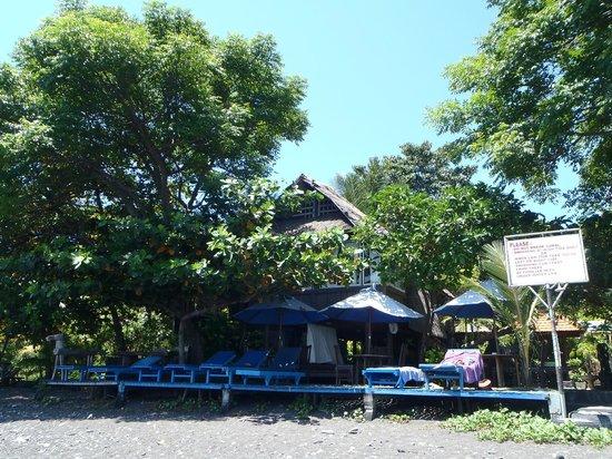 Hotel Amed Cafe: bungalow sur la plage