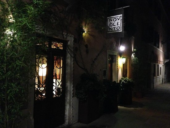 Novecento Boutique Hotel : Novecento at night