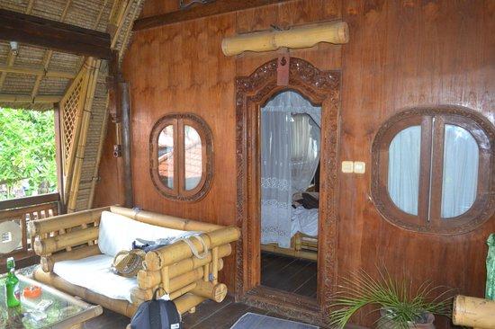 Hotel Amed Cafe : entrée du bungalow