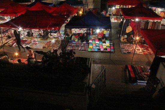 Luang Prabang Night Market: Nightly affair