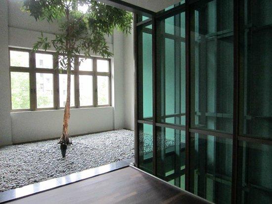 Azimut Hotel Cologne City Center : Flur zum Aufzug