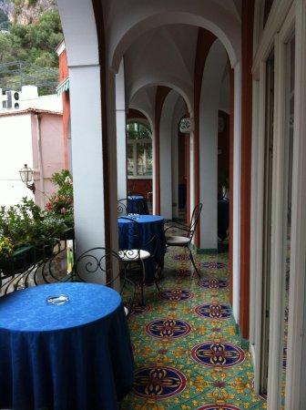 Hotel Savoia : beautiful balcony for breakfast