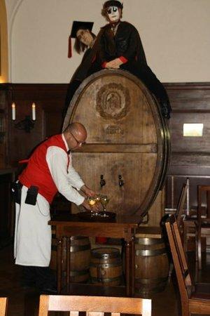 Auerbachs Keller Leipzig: Hier wird Wein gezapft