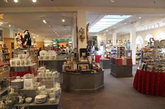 Gift shop, Mount Vernon Estate, April 2014 - Picture of George ...