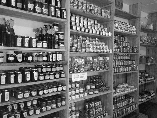 Annot, Frankreich: Des conserves, confitures, bieres, vins et bien d autres bonnes choses