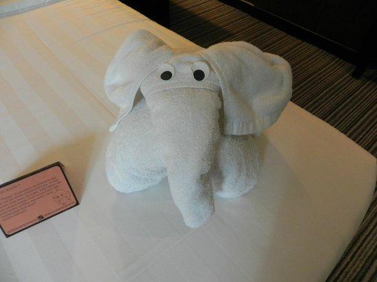 Hotel Sixty3: Towel elephant