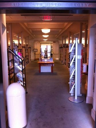 Provincetown Library: Entrance