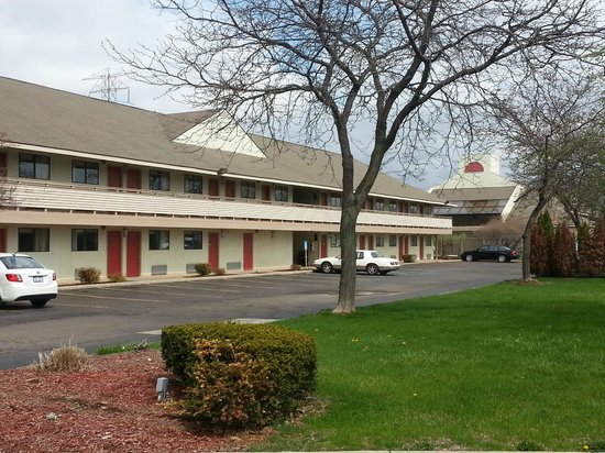 Days Inn & Suites Monroe : Hotel Grounds