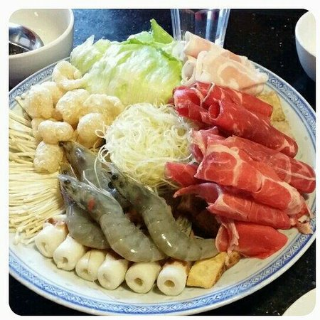 Mamak Corner Bar and Restaurant: Some of the choices for the steamboat buffet