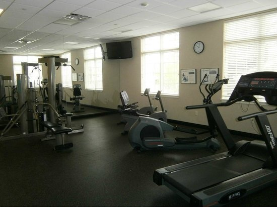 Best Western Plus The Inn at King of Prussia: Fitness Room with Modern Equipment