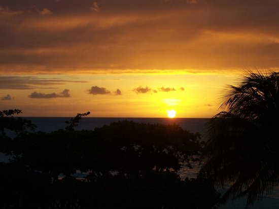Coyaba Beach Resort: Fabulous sunsets