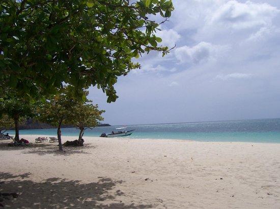 Coyaba Beach Resort : Quiet clean beach