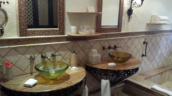 Zoetry Paraiso de la Bonita: Bathroom Vanity