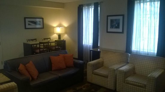 Best Western Plus The Inn at King of Prussia: Additional Seating Area for Breakfast or Conversation