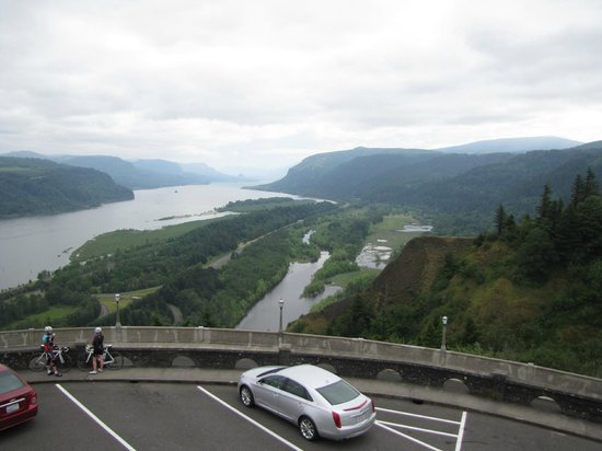Columbia Gorge Scenic Highway: Columbia River valley