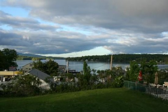 Half Moon Motel & Cottages: The view from the cottage