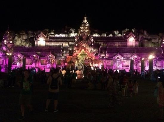 Phuket FantaSea : Colours of FantaSea