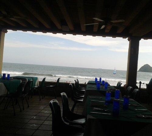 Hotel Playa Mazatlan: AQUI ESPERANDO A LA LANCHA QUE LLEGA POR UNO AL HOTEL Y LO LLEVA DE PASEO A LA ISLA DE LA PIEDRA