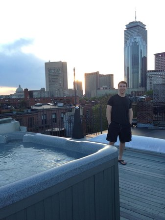 Clarendon Square Inn: Rooftop Hot Tub with an incredible view of Boston. Not to be missed!
