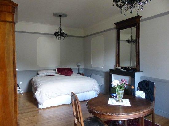La Belle Epoque : Large, very comfortable bed