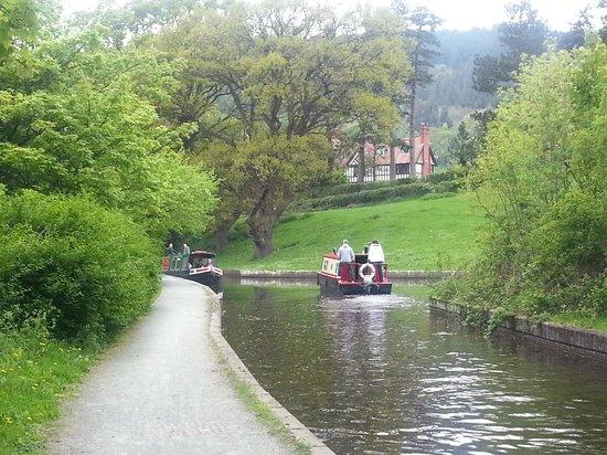Bryn Howel Hotel: Canal Walk