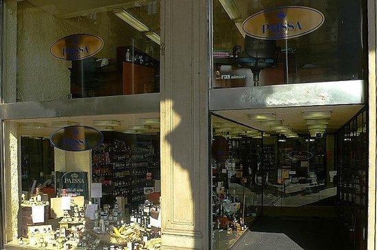 Turin, Italien: Paissa Negozio Storico: Torino: Italia: vetrine di via Cernaia
