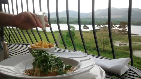 Lake Hotel: Dinner on the balcony
