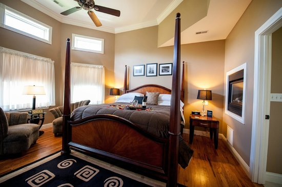 Amber House Bed and Breakfast: Onyx Room