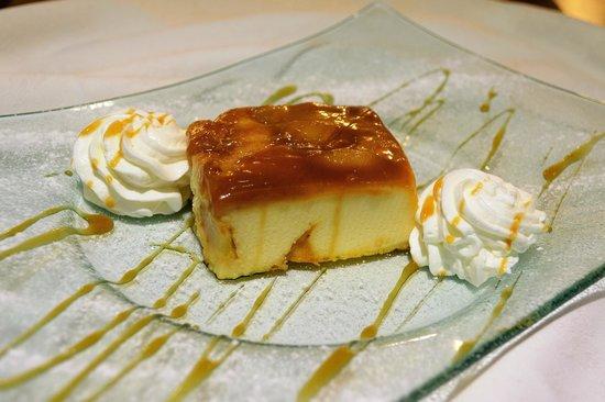 El Bodegon del Gallego: Tarta de crema de queso con manzana y toffe.