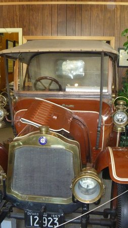 Canadian Automotive Museum: Neat old cars.
