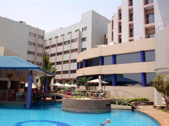 Radisson Blu Hotel, Bamako: Hotel from the pool
