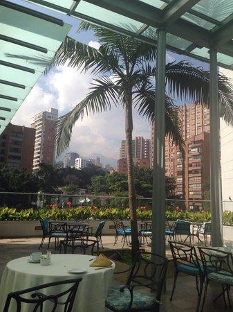 Hotel San Fernando Plaza Medellin: Breakfast with a view!