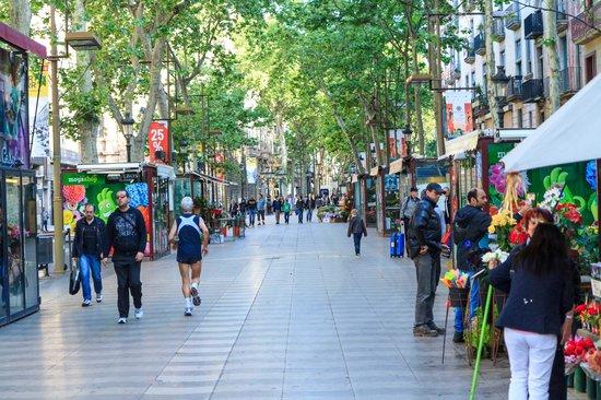 Le Meridien Barcelona: Las Ramblas right outside the hotel