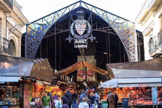 Le Meridien Barcelona: la boqueria market 2 blocks away