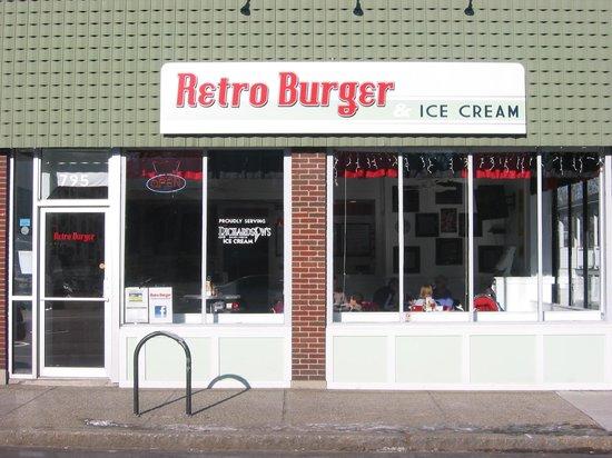 Retro Burger & Ice Cream: Cozy Little Place !