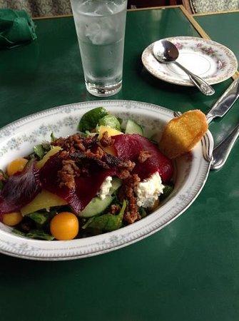 De Mun Oyster Bar: spinach salad, half portion!