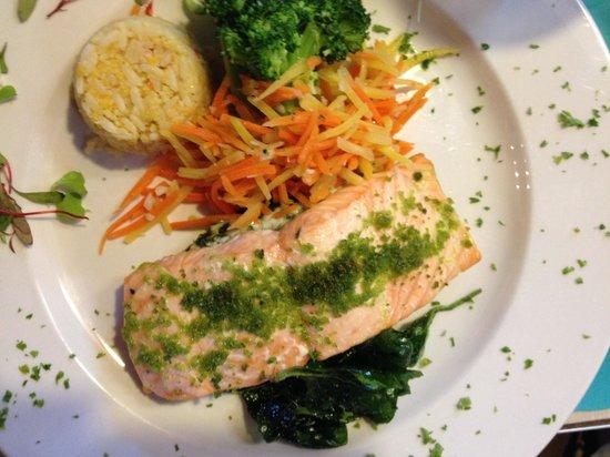 Blu' Island Bistro : Salmon