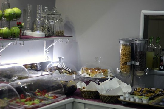 Harbiye Residence: Cereals and baked goodies