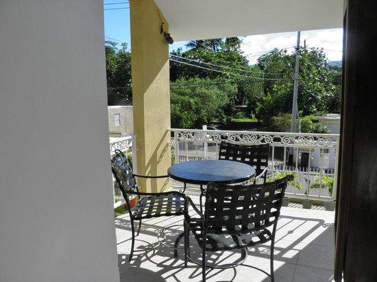 Hotel Yunque Mar : top terrace view to front