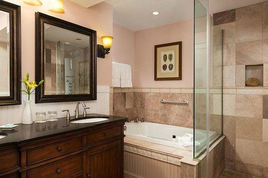 Grand Harbor Inn : Grand Suite Spa-Inspired Bathroom