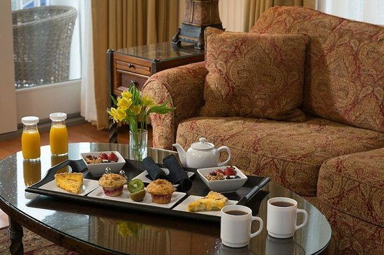 Grand Harbor Inn : Complimentary In-Suite Continental Breakfast