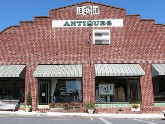‪Victoria's Antique Warehouse‬