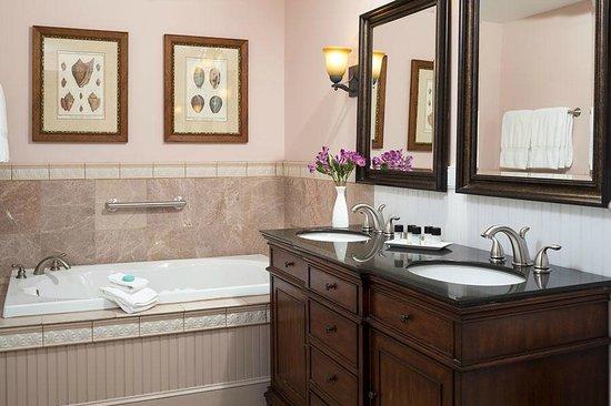 Grand Harbor Inn : Deluxe Guestroom Spa-Inspired Bathroom