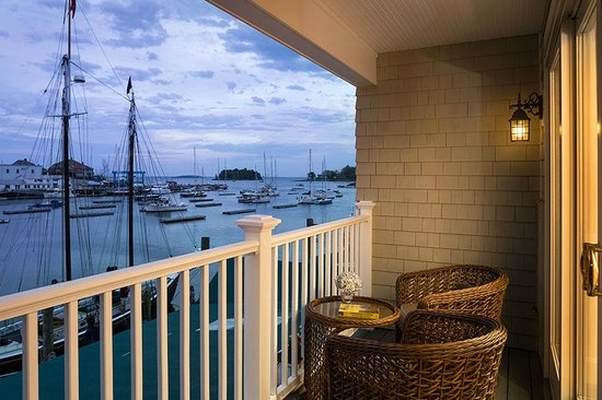 Grand Harbor Inn : Waterfront Deluxe Guestroom Balcony View