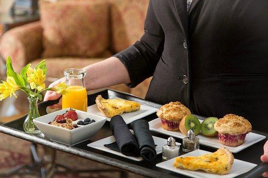 Grand Harbor Inn : Complimentary Continental Breakfast